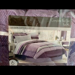 Other - Twin XL comforter set